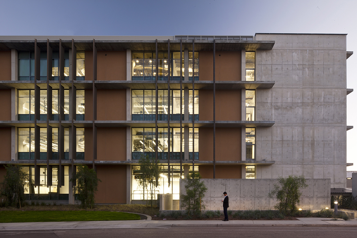 SMEB at UCSD by Safdie Rabines Architects
