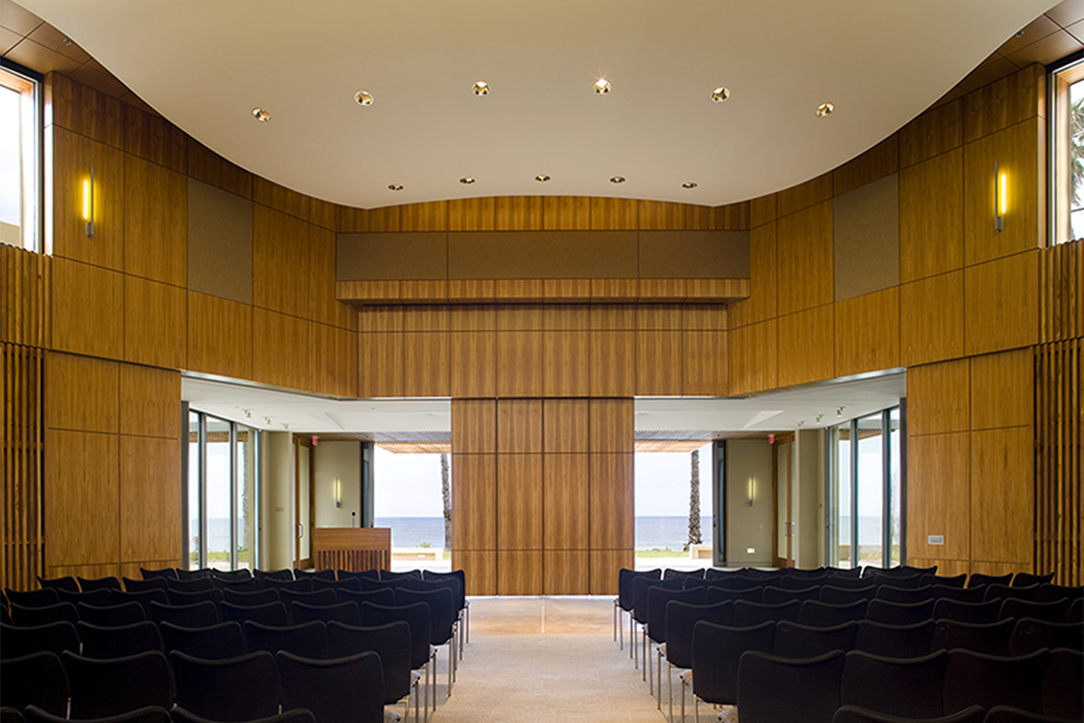 Robert Paine Scripps Forum by Safdie Rabines Architects